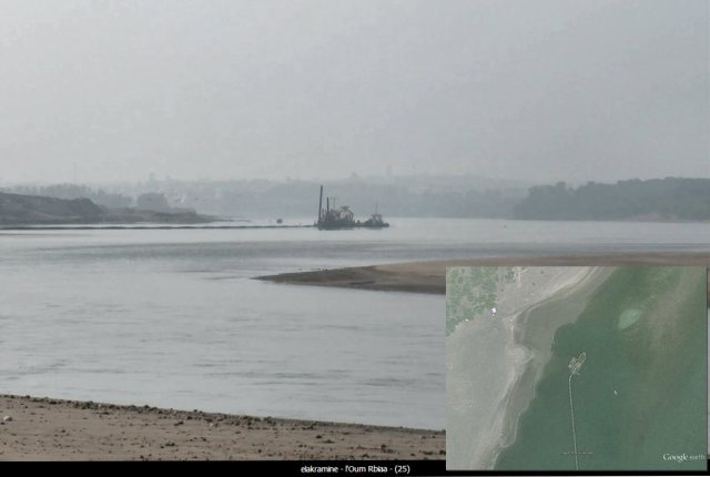 Photo (c)   from Google Earth/Panoramio, graphic prepared by Paul Wildlifewriter